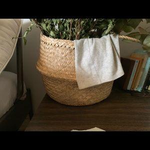 Brand new! Beautiful Oiselle weave basket